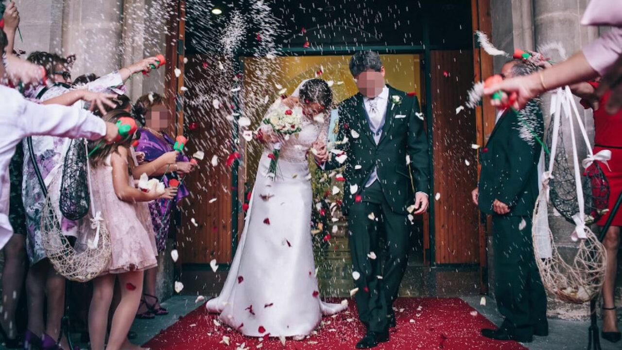 La iglesia prohibirá casarse a las parejas que lleven menos de 10 años juntas