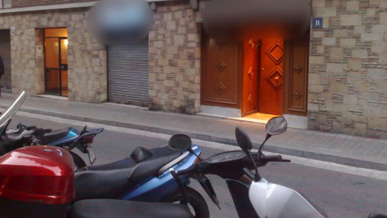 Denuncia a un puticlub por cobrarle 50 euros tras pillarle haciéndose una paja en el baño