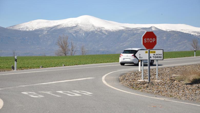 """Se salta un """"Stop"""" y les dice a los guardias que no sabía inglés"""