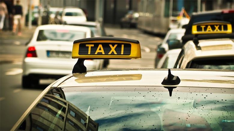 Denuncia a un Tele Taxi porque no tenía televisión dentro