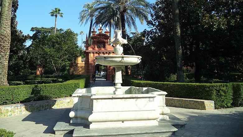 El Ayuntamiento de Sevilla instalará fuentes con Cruzcampo para combatir el calor haynoticia