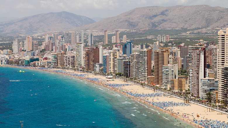 Benidorm cobrará un impuesto por veranear en sus playas