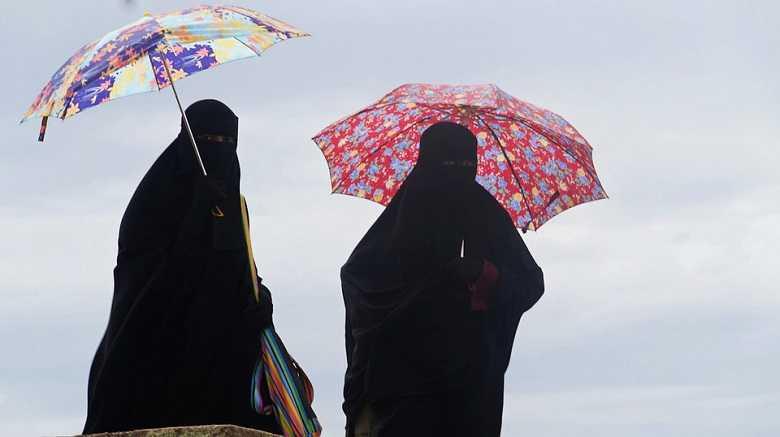 El gobierno prohíbe el uso del burka en olas de calor