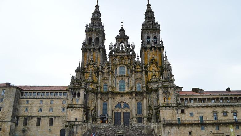 Expulsado de la Catedral de Santiago por rellenar de agua bendita la cantimplora