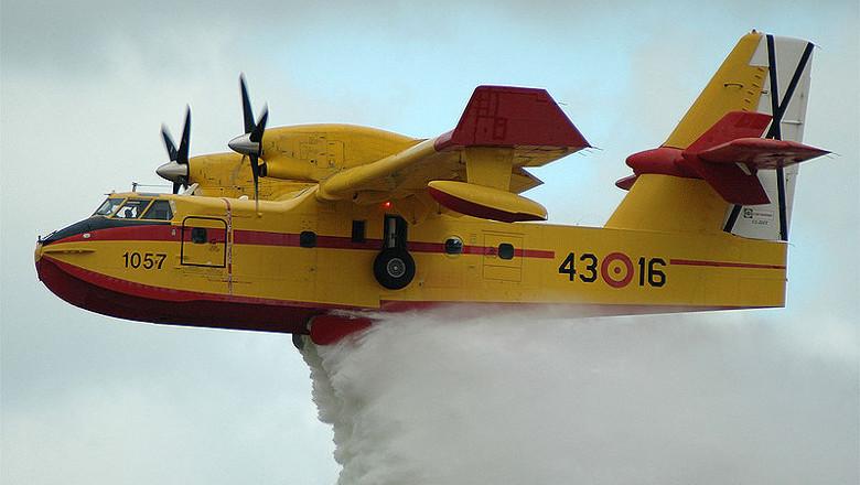 Expedientado piloto de la UME por llenar su piscina con el hidroavión de extinción de incendios