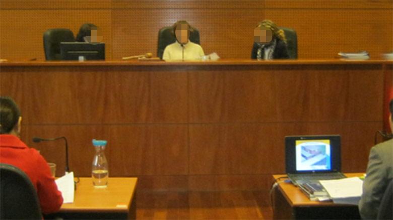 Delincuente roba la cartera de su abogado mientras se celebra el juicio