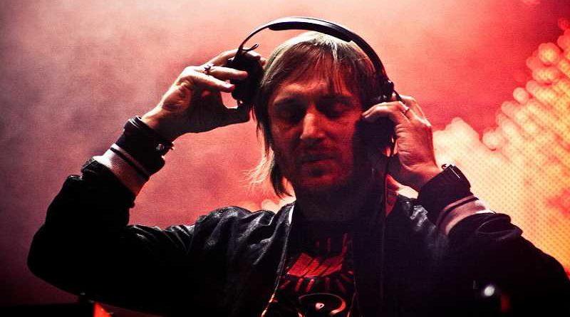 David Guetta suspende su actuación en Santander porque ha olvidado su pendrive