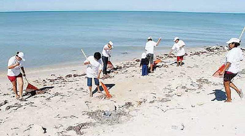 Rescatados 20 jóvenes enterrados en arena tras una fiesta en la playa