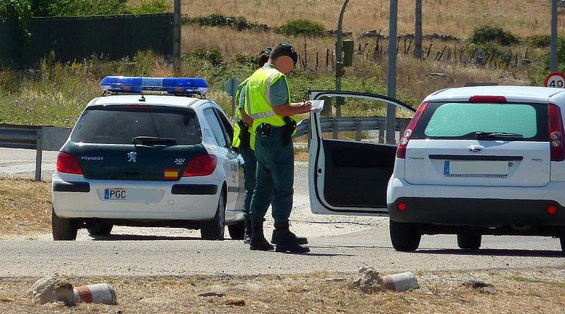 Cazado a 180 km/h por la autovía y dando luces a la Guardia Civil para que se apartara