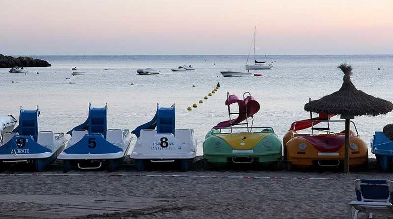 Detenidos 5 jóvenes por hacer una orgía sobre una barca de pedales