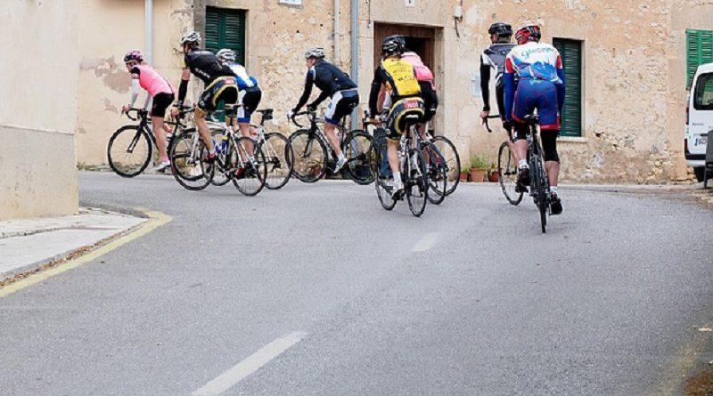 Encuentran a los 8 ciclistas perdidos en el Tour en un puticlub