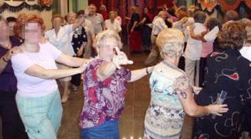 22 caderas rotas en un asilo por bailar Paquito el chocolatero