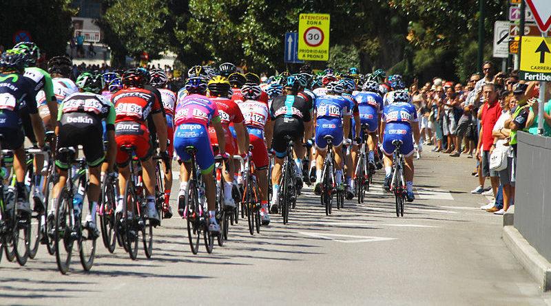 Ciclista no puede iniciar la etapa al ir totalmente empalmado