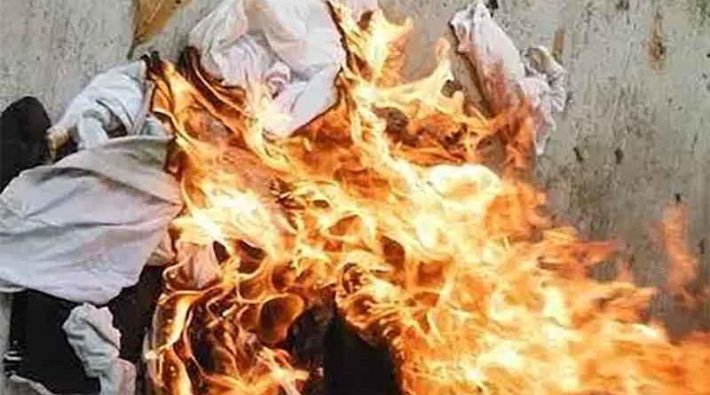 Le queman el tendedero por un lazo amarillo y resulta ser un tanga de su novia