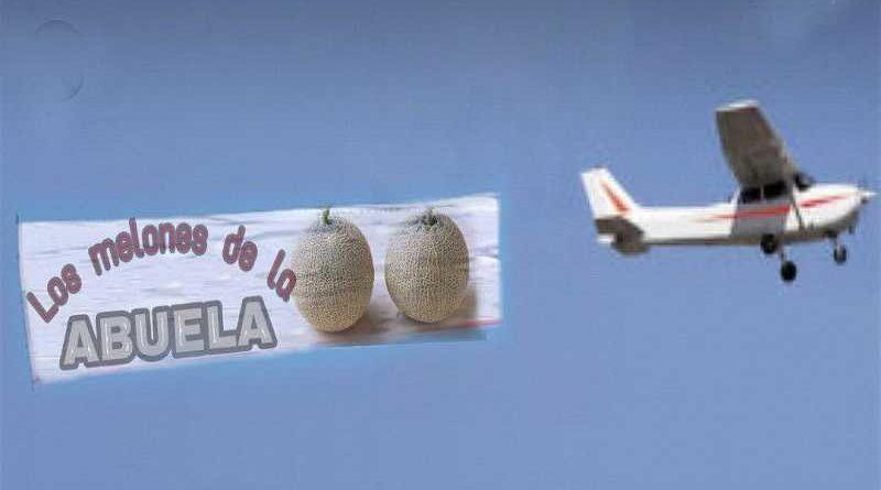 Una avioneta causa 16 heridos lanzando melones promocionales en la playa