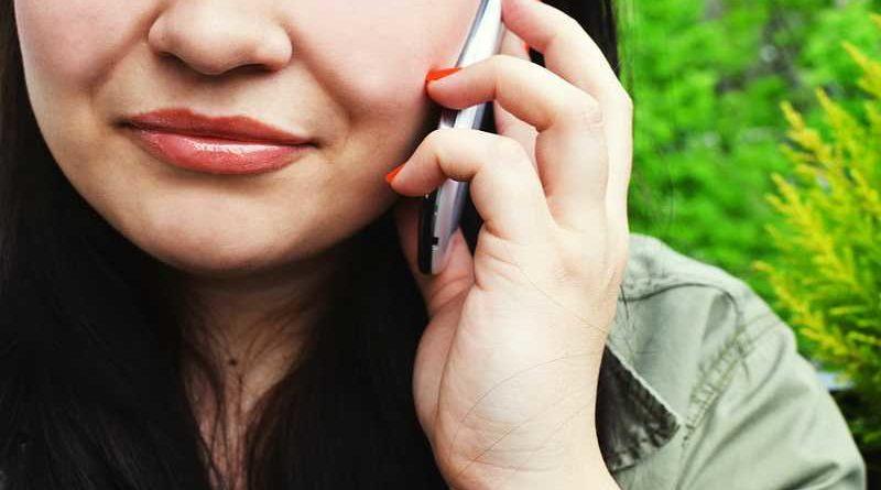 Abandona a su familia para irse con otra y su mujer llama a la amante para darle las gracias