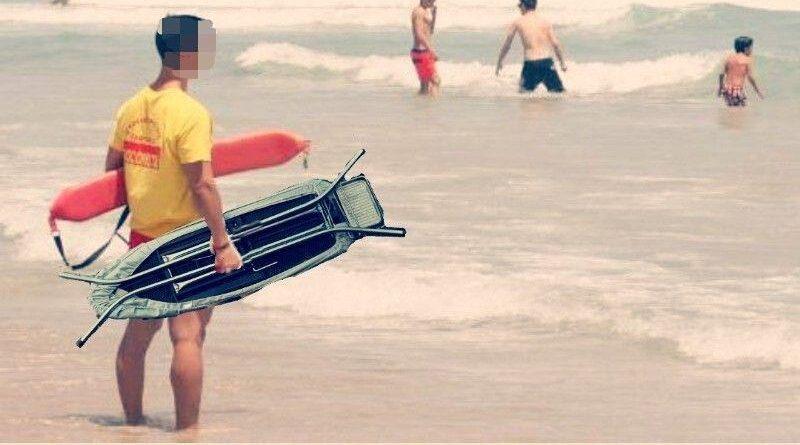 Rescatado por un socorrista cuando trataba de hacer surf con una tabla de planchar
