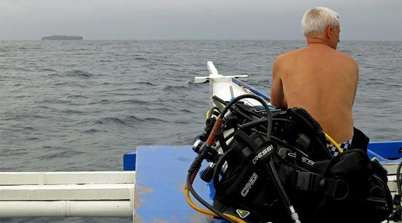 Se abre la cabeza en un curso de submarinismo al tirarse por error hacia dentro del barco
