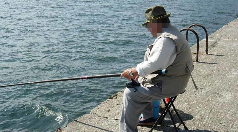 Anciano se opera para reducir el tamaño de su escroto tras años sin usar calzoncillos