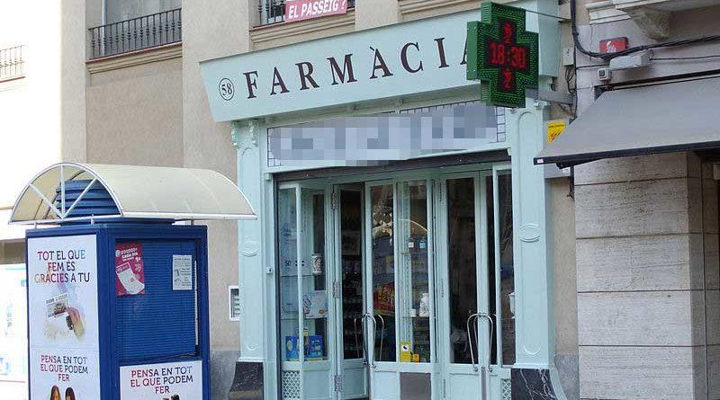 Denuncia a una farmacia por no dejarle devolver un preservativo porque le quedaba pequeño
