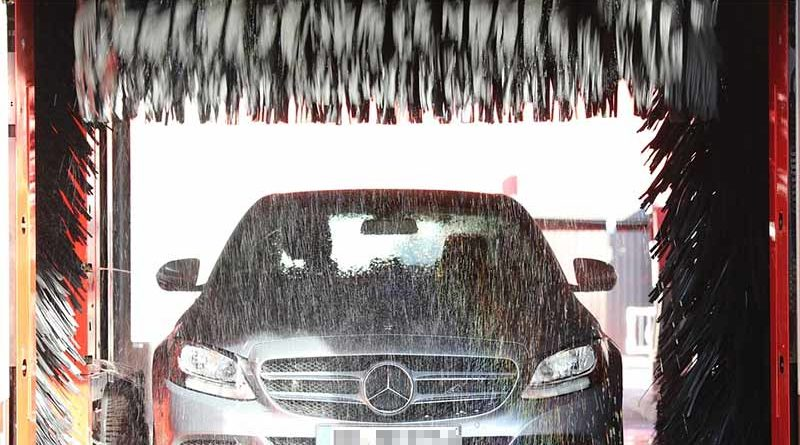 Denuncia a un lavadero de coches por llover tras lavar el suyo