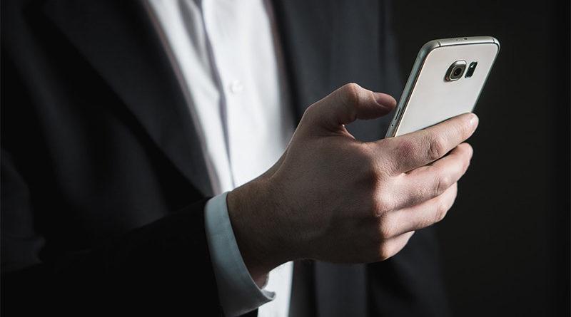 """Se divorcia tras 12 años al descubrir que su marido la tiene como """"MI CHOCHETE"""" en el móvil"""