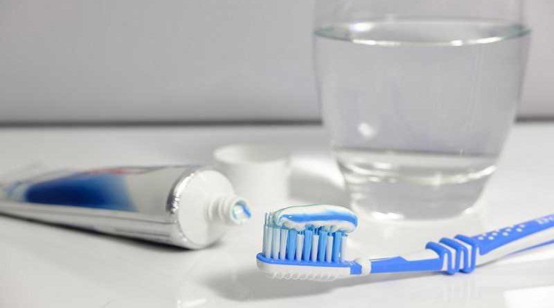 Marca de pasta dental confirmar su eficacia blanqueando también el ano y triplica sus ventas