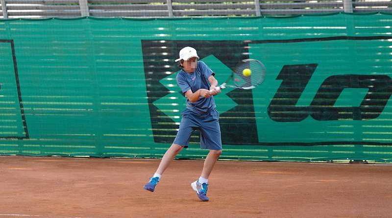 Promesa del tenis se retira con 14 años por una lesión de muñeca ocasionada por la masturbación