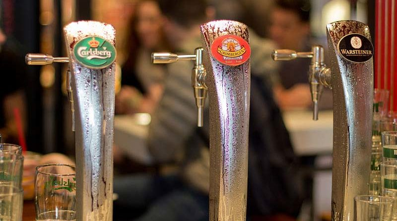 Bebe al día más de 4 litros de cerveza para darle sabor a su semen