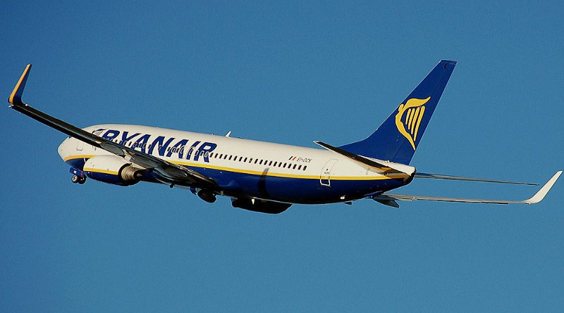 Un piloto de Ryanair se niega a aterrizar hasta que le paguen el mes que le deben