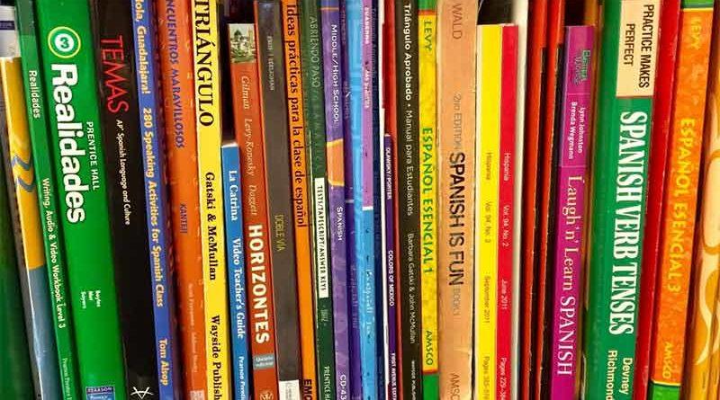 El próximo curso escolar se sustituirán los libros de texto por la Wikipedia