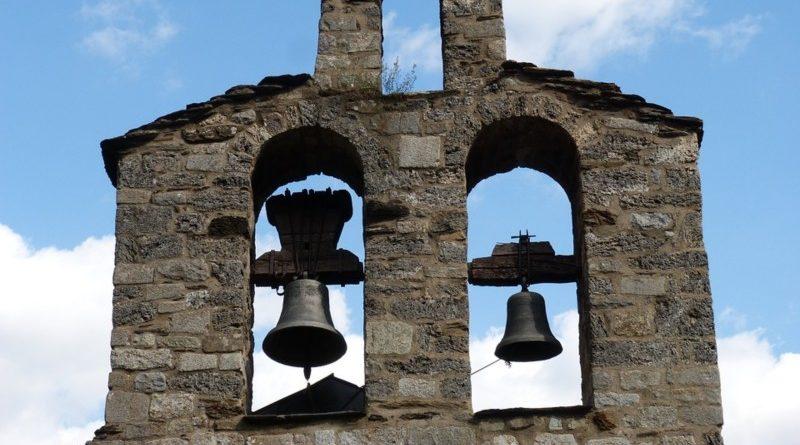 Detenido por despertar a todo el pueblo tocando las campanas porque por fin había follado