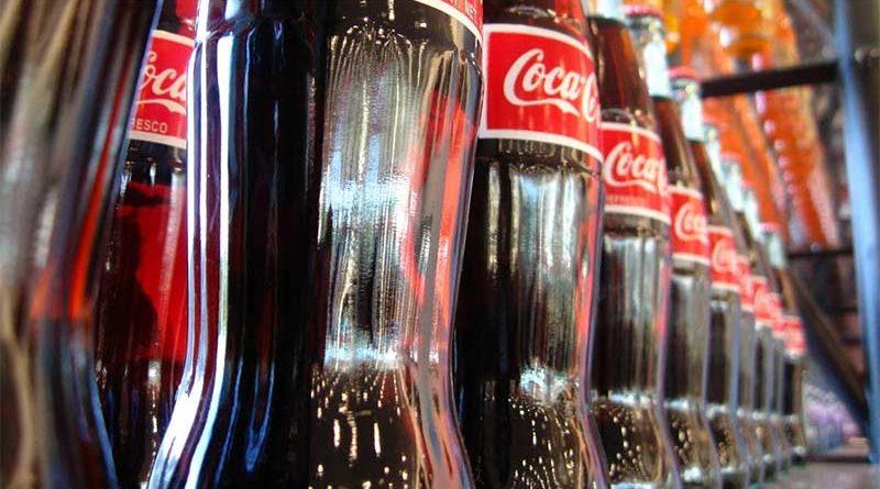 Consigue eyacular Coca Cola tras beberse más de 3 litros seguidos