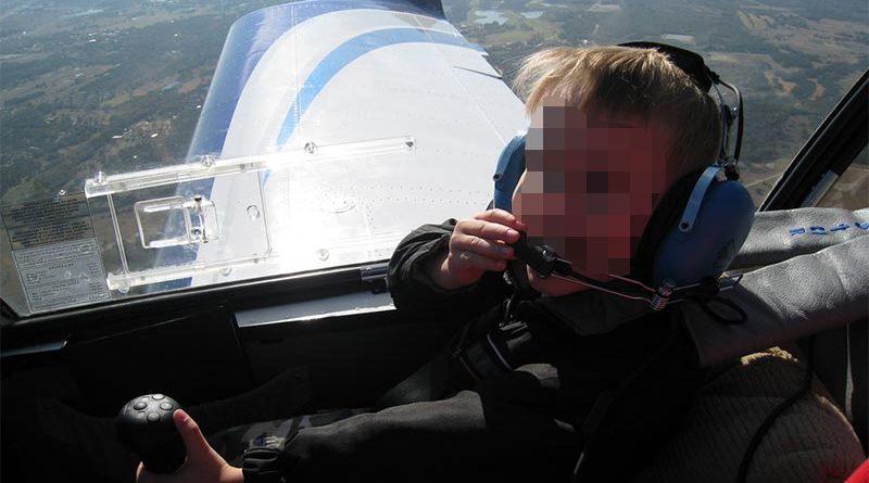 Niño de 13 años logra aterrizar un avión tras desmayarse su piloto