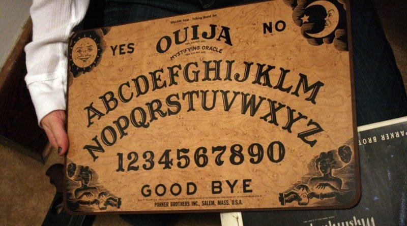 Una funeraria ofrece servicio extra de ouija para decir un último adiós al difunto