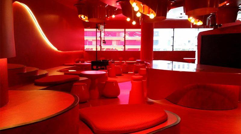 Empresario celebra la cena de Navidad en un puticlub y causa 5 divorcios