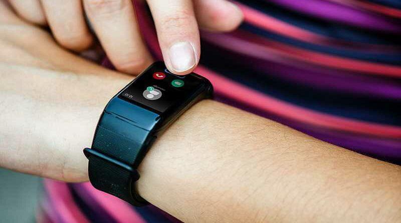 Inventan una pulsera que da descargas a la tercera llamada sin contestar de tu pareja