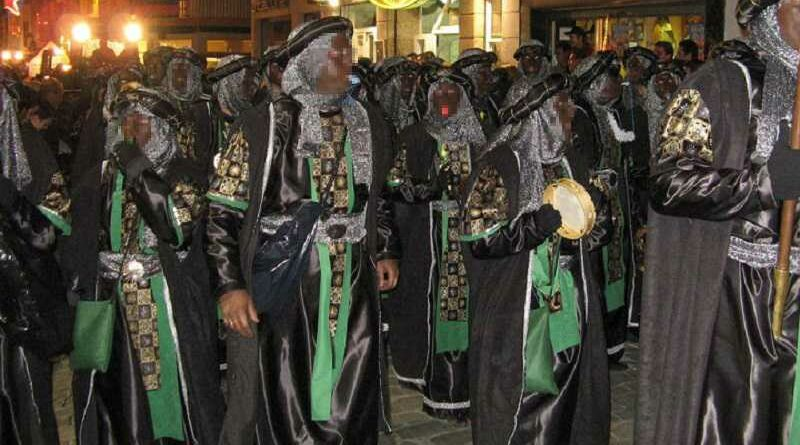 La policía confunde a los beduinos de la cabalgata con una manifestación de top manta