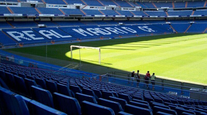 Se implanta césped del Bernabéu en la vagina para satisfacer a su marido madridista