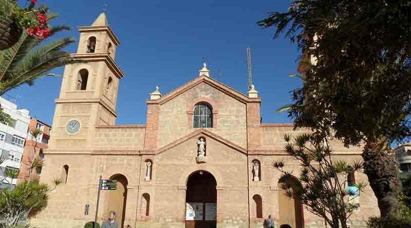 Abarrotan una iglesia tras cambiar su ubicación en Maps con la de un puticlub