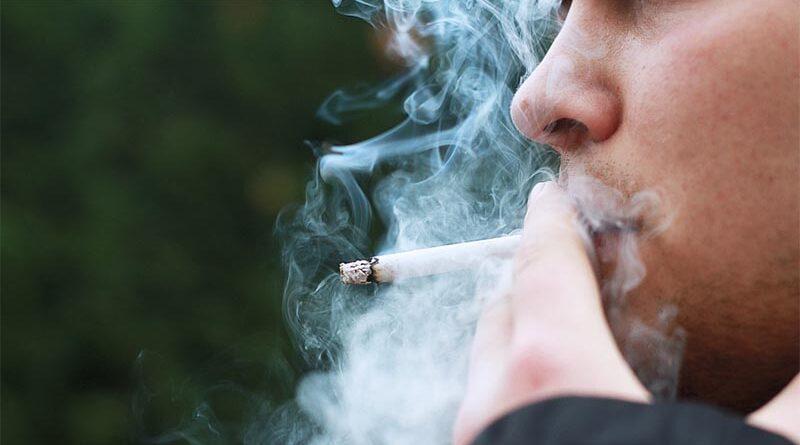 Tras años pensando que había niebla todas las mañanas descubre que es su vecino fumando porros