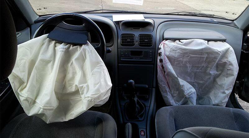 Denuncia al concesionario porque le saltaron los airbags mientras practicaba sexo