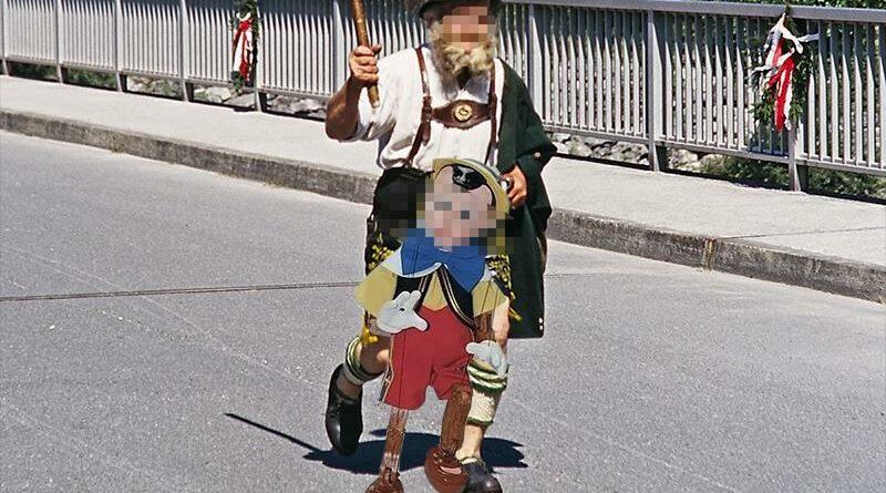 Denunciado por disfrazarse de Pinocho usando su pene como nariz
