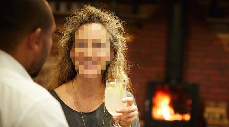 Descubre tras 5 años que su mujer es un hombre y usaba una vagina en lata cuando lo hacían