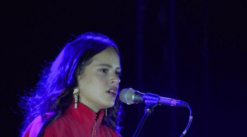 Rosalía cancela el concierto de un pueblo porque el alcalde le llamó Rosario