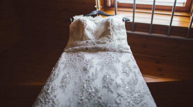 Roba el vestido de novia de su mujer un día antes de la boda porque no quería casarse
