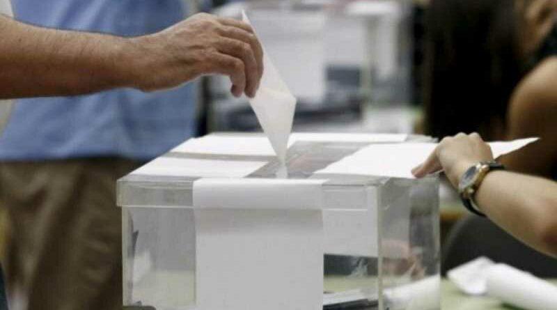 Grupo feminista exige que las urnas electorales no tengan raja