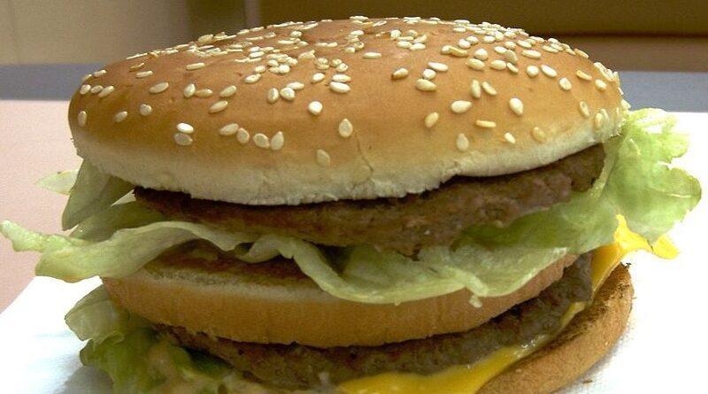 Consigue hacer fuego con dos hamburguesas del McDonald's del día anterior