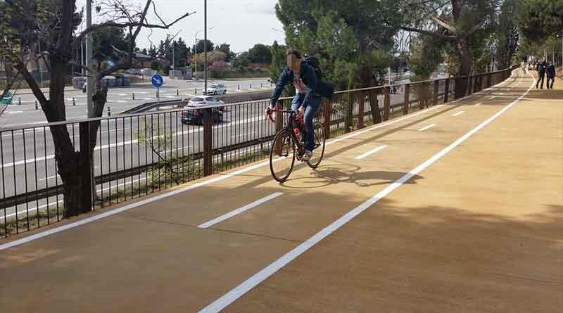 Lleva 2 meses dando vueltas en bicicleta porque el carril bici no pasa por su casa