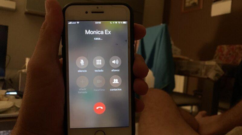 Le pide a Siri que le haga una paja y llama a su ex novia